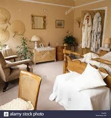 Schlafzimmer Bett Und Kommode Neutrals Stockfotos U0026 Neutrals Bilder Seite 3 Alamy