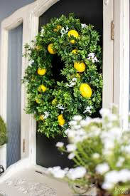 15 diy wreaths to decorate your front door this summer