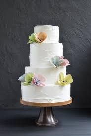 wedding cake frosting wedding cake with meringue frosting and aquarel flowers moniek rump