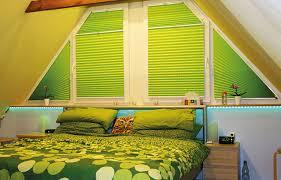 Schlafzimmer Fenster Abdunkeln Schlaffördernde Plissee Verdunkelung Am Schlafzimmerfenster