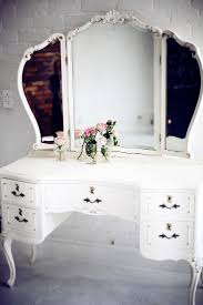 Makeup Vanity Table With Lighted Mirror Makeup Vanity Makeup Vanity Table Mirroredorner Set With Lighted