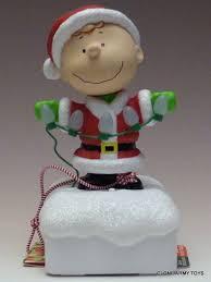 charlie brown christmas lights hallmark 2015 charlie brown peanuts gang christmas light show