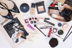 what 39 s in my makeup bag keep all of your essentials organized in a cosmetics bag photo befry