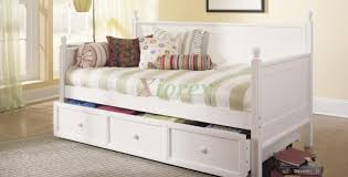 Daybed Dust Ruffle Bed White Daybed Sensational White Vinyl Daybed White