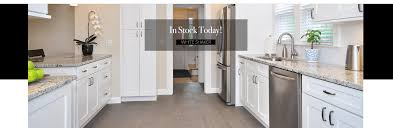 white shaker kitchen cabinets wood floors white shaker cabinets in stock builders surplus