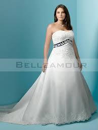 robe de mariã e bleue de mariée blanc bleu butiser appliques dentelle longue traîne chapelle