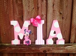Wall Writings For Bedroom Decor Minnie Mouse Bedroom Decor For The Simple Decor On A Wooden