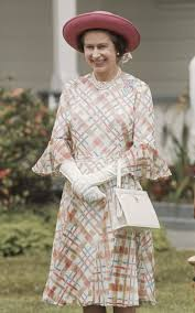 queen handbag why the queen s favourite handbag style is back on trend for autumn