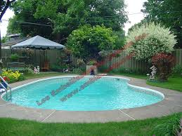 amenagement exterieur piscine amenagement piscine exterieur lit mezzanine en m tal noir