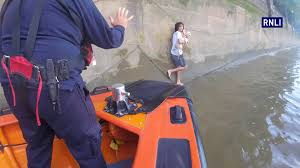 thames river boats dogs london rnli lifeboat crew rescue man and dog from the river thames