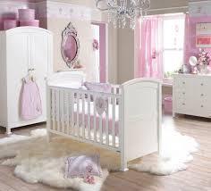 décoration de chambre pour bébé idée décoration chambre bebe violet