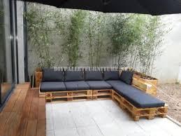 fabriquer canapé d angle en palette 2 canapés d extérieur construits avec des palettes et le même