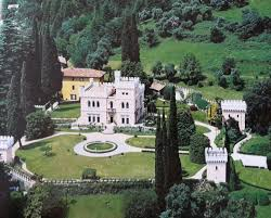 la villa in stile neogotico inglese lake como ville