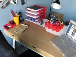 decorate office desk