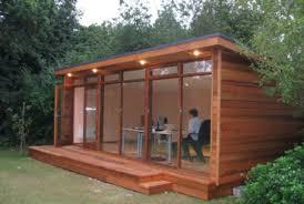 bureau de jardin bois 3 raisons de craquer pour le bureau de jardin maison bois