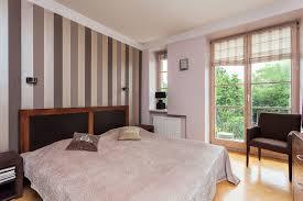 Schlafzimmer Beige Wand Streifen Braun Wand Umleiten Auf Ideen Plus Schlafzimmer Beige