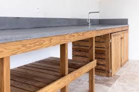 plan de travail bois cuisine cuisine d été meuble bois massif et plan de travail béton