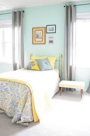 Decorating My Bedroom by Best 25 Gray Yellow Bedrooms Ideas On Pinterest Yellow Gray