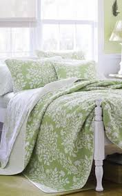 Green Bedroom Wall What Color Bedspread Best 25 Green Comforter Ideas On Pinterest Green Bedding