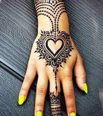10 most loved heart henna designs to try in 2018
