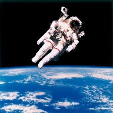 space shuttle astronaut bruce mccandless first ever astronaut to free float on shuttle