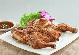 cuisine asiatique poulet poulet grillé style thaï cuisine asiatique sur le plat banque d