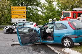 Jugendfeuerwehr Wiesbaden112 De Schwerer Verkehrsunfall Auf Kreuzung U2013 Vier Schwerverletzte Bei