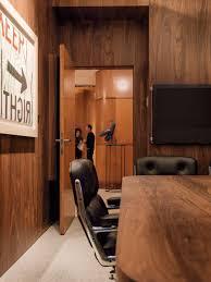 Buro Einrichtung Beton Holz Lichtbänder Als Bürobeleuchtung Office Roxx