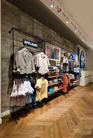 design k chen outlet best 25 clothing store design ideas on fashion store