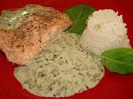 cuisiner pavé de saumon poele pavés de saumon à la crème d oseille