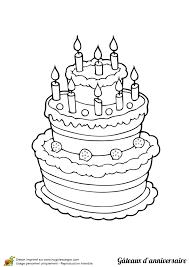 Dessin à colorier Gâteau danniversaire trois étages