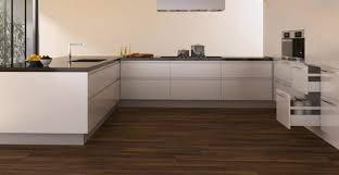 cuisine et parquet parquet pour cuisine choisir un parquet adapté à l usage
