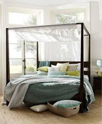 chambre lit baldaquin déco chambre blanche avec lit à baldaquin