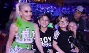 themed throws gwen stefani throws zuma a harry potter themed birthday party