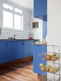 white kitchen cabinets with blue tiles 30 gorgeous blue kitchen decor ideas digsdigs