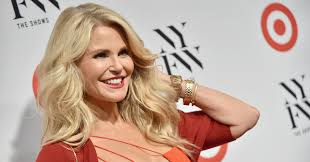 christie brinkley kills it in sports illustrated swimsuit issue