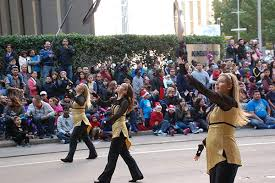 thousands line streets for houston thanksgiving day parade abc13