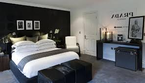 black bedroom walls decoration for a beauty appearance