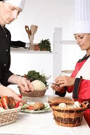 cuisiner chez soi et vendre ses plats est ce possible de commencer comme traiteur chez soi
