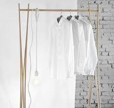 design kleiderstã nder freistehender kleiderständer aus metall und holz hier entdecken