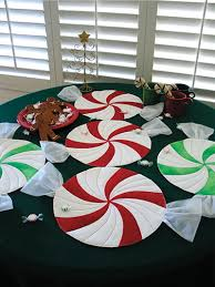 table runner or placemats peppermint twist place mats table runner or table topper pattern