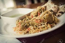 cuisine indienne riz biryani de poulet à la cuisine indienne avec riz basmati et sauce