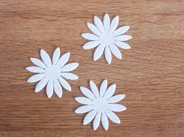 easy gum paste daisy flower tutorial on craftsy
