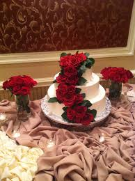 silk flowers for wedding the benefits of decorating your wedding cake with silk flowers