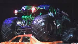 monster truck jam orlando monster jam 2017 season kicks off tonight live on fb wtsp com