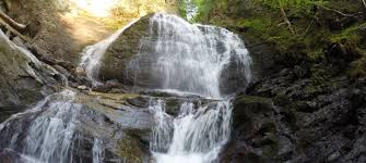 Vermont waterfalls images Moss glen falls trail in stowe vermont an easy beautiful jpg