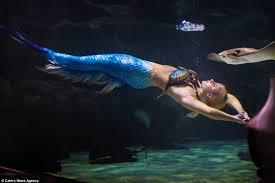 mermaid melissa wears u0027tail u0027 everyday hold breath