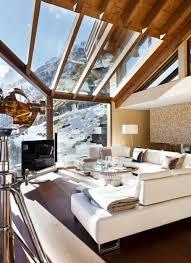 canape montagne salle de séjour chalet bois toit verre vitre montagne vue canape