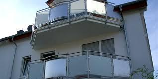 balkon glasscheiben edelstahl balkongeländer mit glasplatten und langlebig