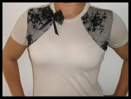 Famosos Na web com Carol: Camiseta Customizada com renda nao percam  @JA81